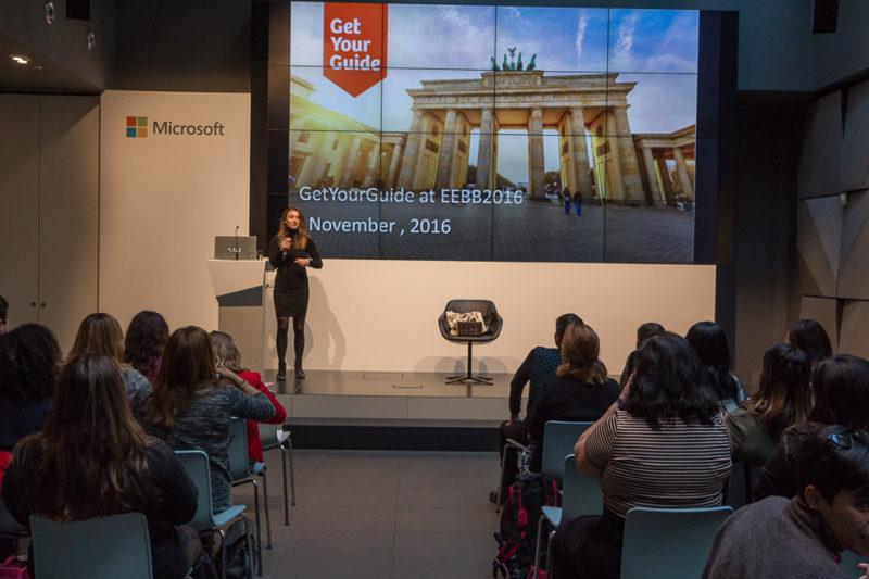 A simpática Denisa nos apresentando a GetYourGuide (©Felipe Minnicelli)