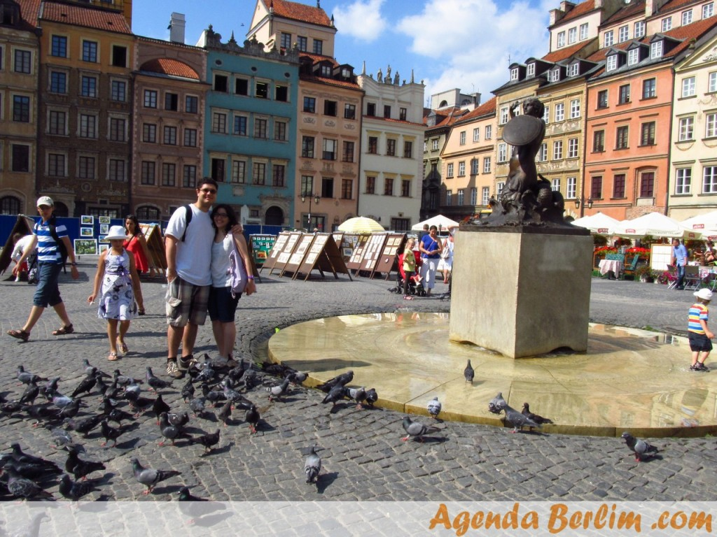 Eu e Nicole no centro antigo de Varsóvia