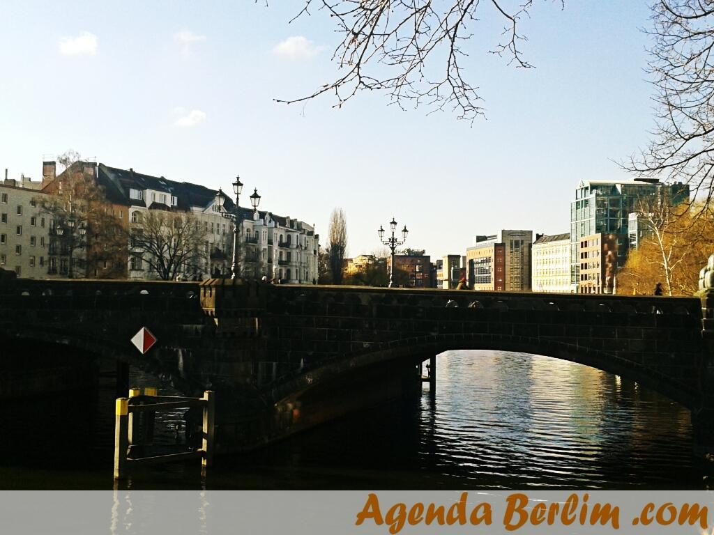 A Moabiter Brücke (tirei essa com o celular)
