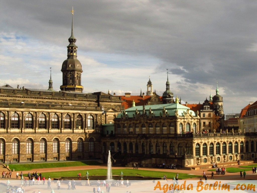 Vista pela galeria do Palácio Zwinger