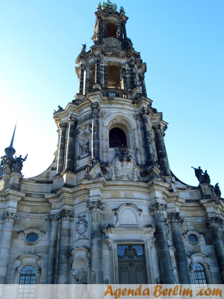 De Berlim a Dresden: A Catedral Católica, construída por Augusto III