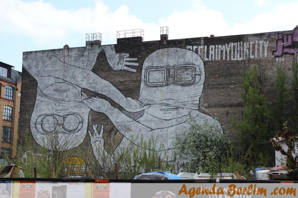 O grande mural era formado por dois paineis, esse era o da esquerda