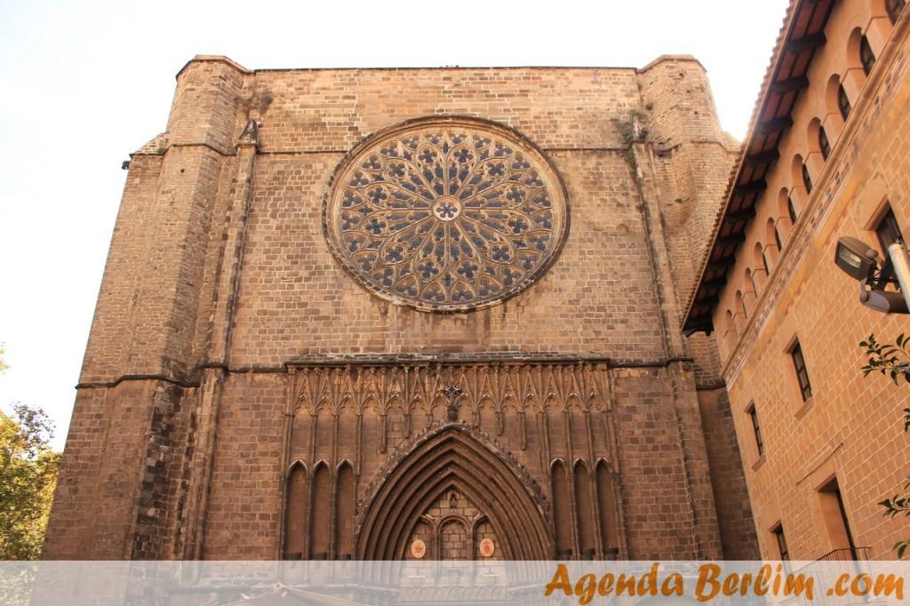 Catedral no bairro gótico