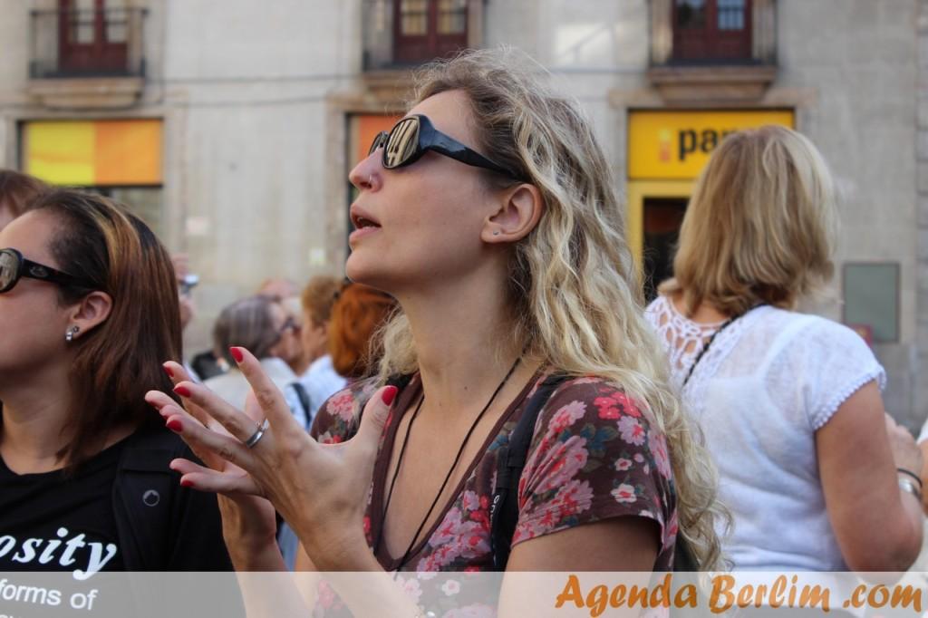 Cris, o Sol de Barcelona, sendo a nossa guia pelo gótico
