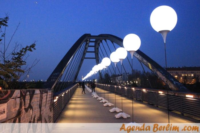 Balões de luz na Schwedter Steg, entre o Mauerpark e Bornhomer Str.