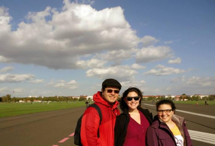 Pacelli, a irmã (Ludy) e eu no antigo aeroporto (hoje parque) Tempelhof
