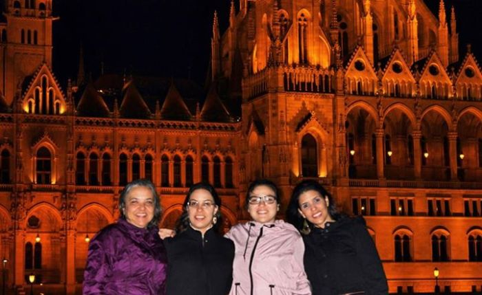 Minha mãe, irmãs e eu em Budapeste