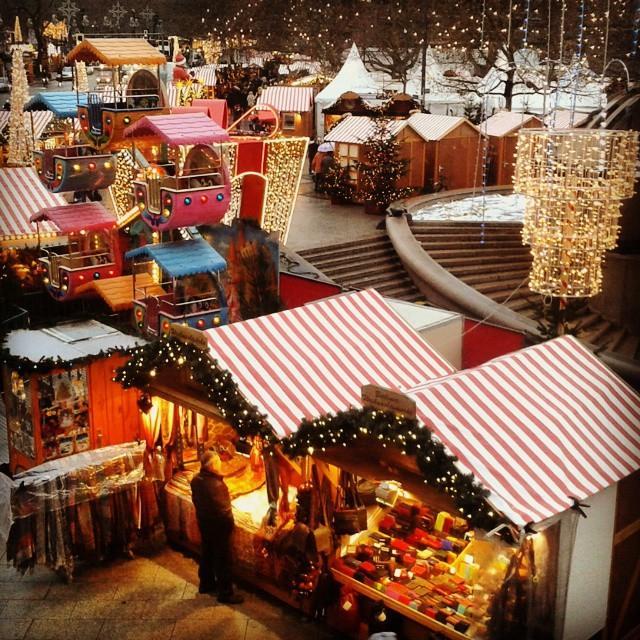 Um de tantos mercados de Natal em Berlim