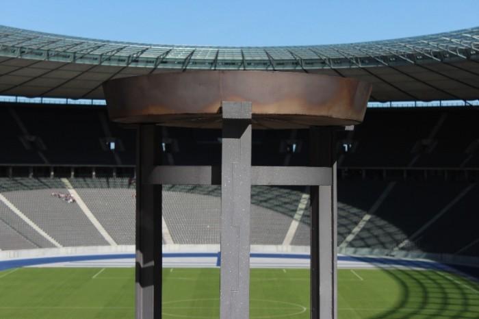 Estádio Olímpico de Berlim pira olímpica