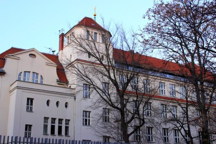 A fachada da escola judaica