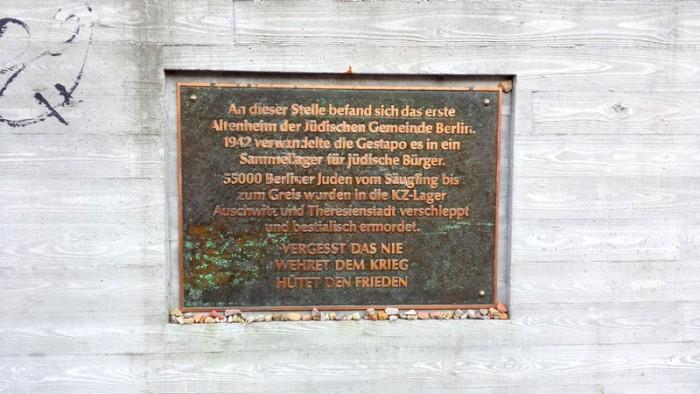 Placa indicando o antigo asilo judeu